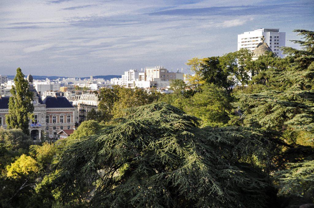 Vue depuis le haut du parc des Buttes Chaumont