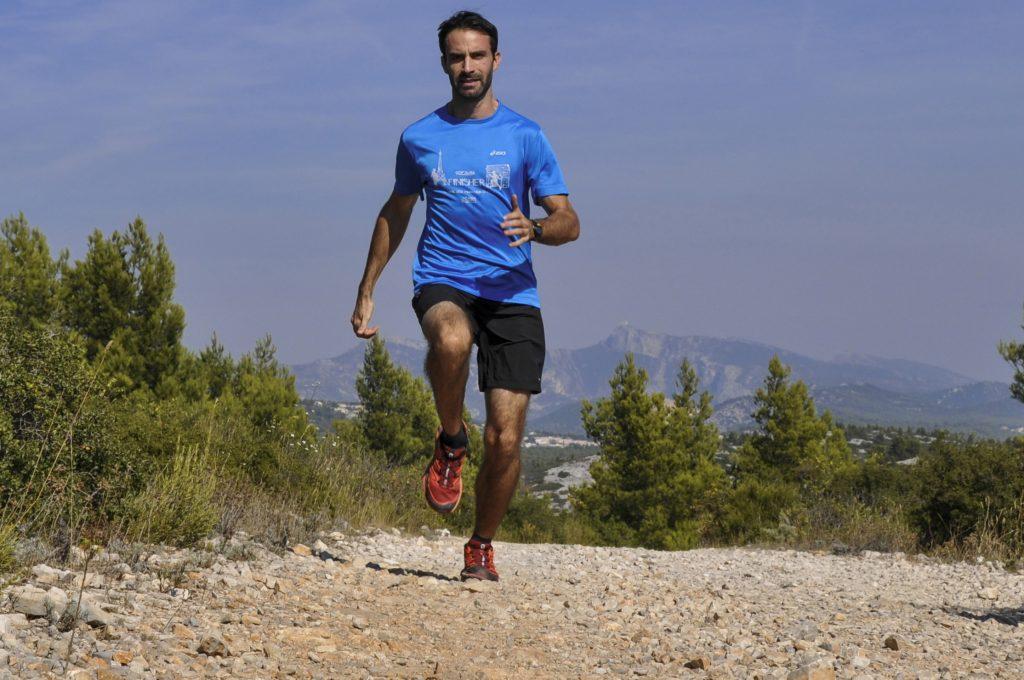 Matériel de base en trail : un short, un t-shirt et surtout des chaussures
