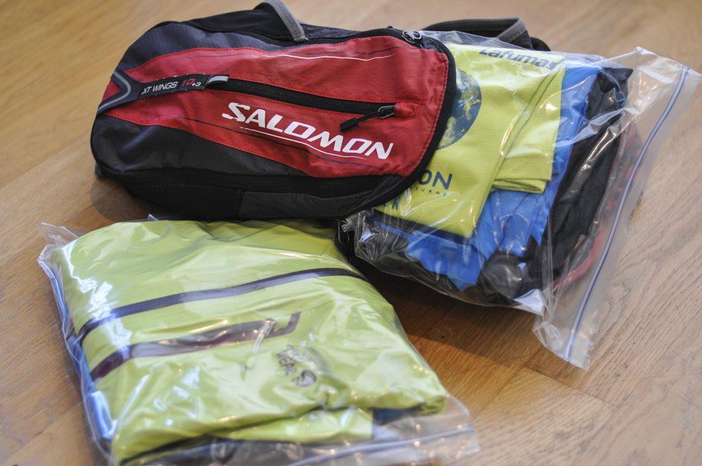 Rangement du matériel dans le sac de trail running