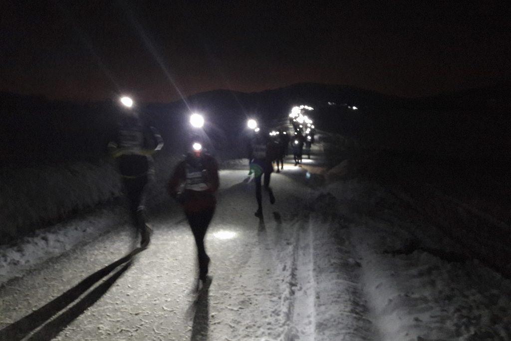 Éclairage à la frontale pendant la nuit de la SaintéLyon