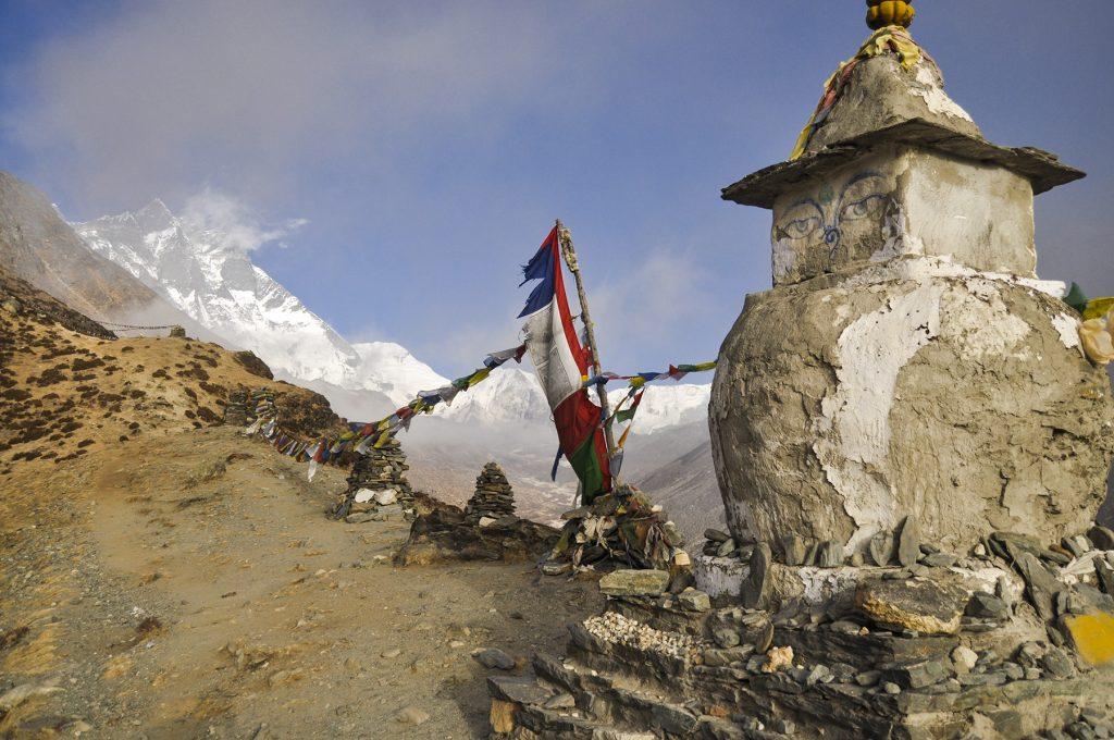 Stupa au bord du chemin