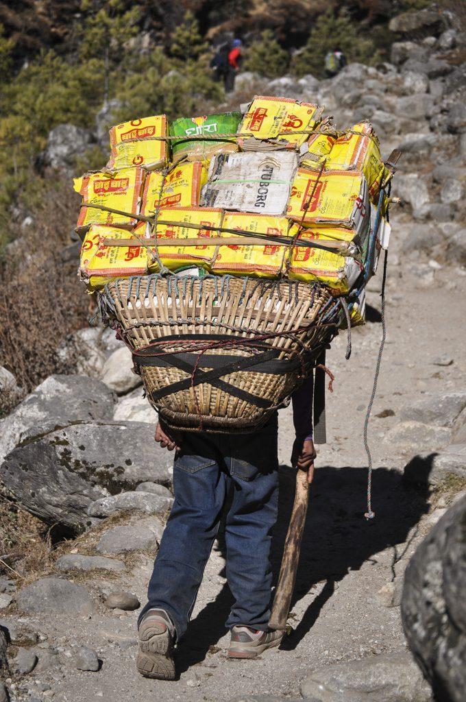 Porteur sur le chemin de l'Everest