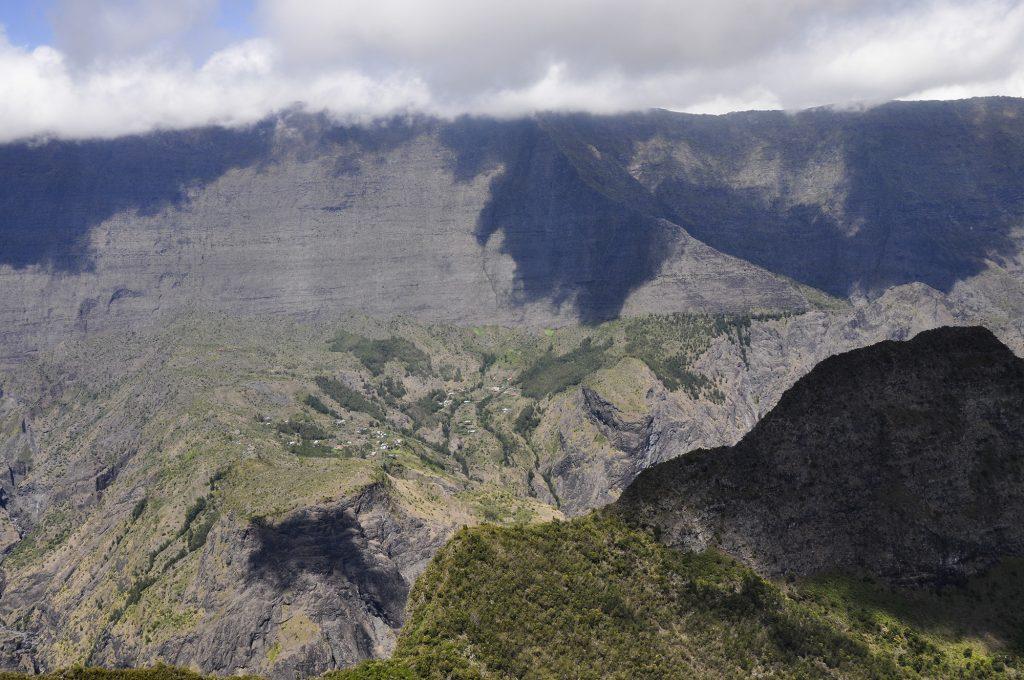 Le Maïdo au dessus de Roche-Plate