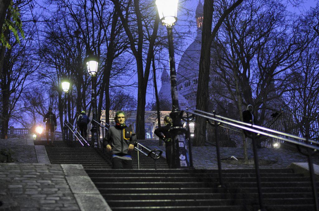 La descente des escaliers de Montmartre