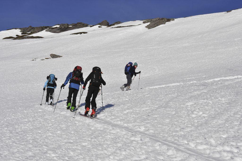 Groupe de skieur lors d'une montée