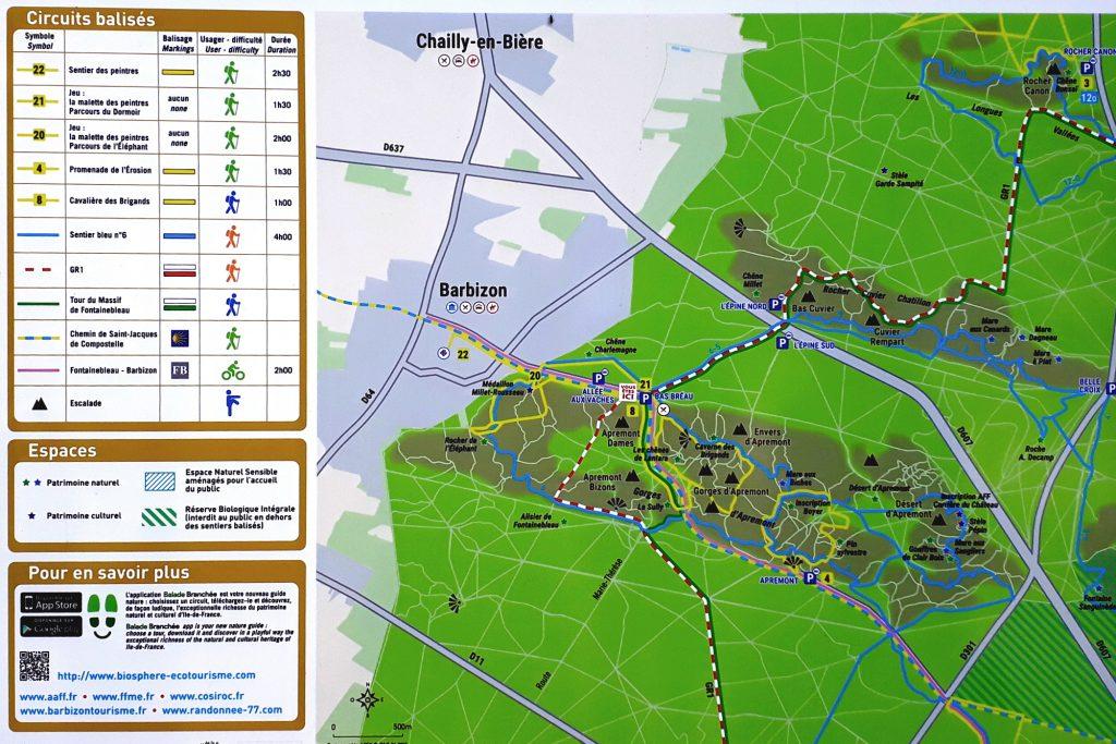 Carte présente sur un panneau présentant les circuits dans la forêt de Barbizon