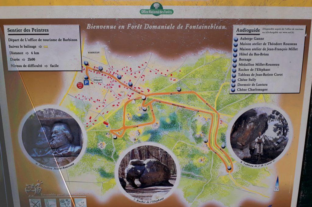Panneau présentant le sentier des peintres devant l'office du tourisme de Barbizon